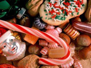 Топ-5 вредных для зубов продуктов с вашего новогоднего стола